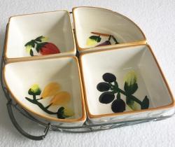 Platos aperitivo de cerámica en bandeja de metal