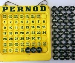 Antiguo Calendario de la bebida de Anís PERNOD + 40 tapones de botella PERNOD