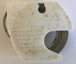 Cinta para imprimir nombres, letras. Dymo Embossing Tape Magazine. Negro – 6mm