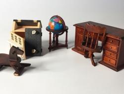 Crea y Decora tu Casa de Muñecas – Planeta de Agostini 1998 – Dormitorio juvenil – escritorio – Bola del mundo – Caballito