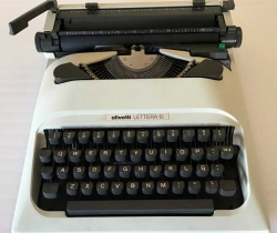 Máquina de escribir Olivetti Lettera 10 – años 80