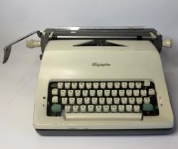 Máquina de escribir Olympia Werke AG. Wilhelmshaven años 70