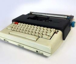 Máquina de escribir eléctrica Olivetti Lettera 36