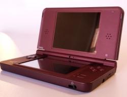 Nintendo DSi XL Cereza – Usada