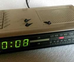 Radio despertador Oskar AM FM Años 80