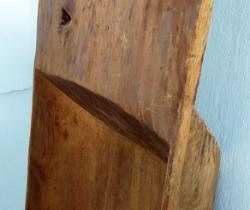 Antigua artesa gaveta rústica de madera tallada en una pieza