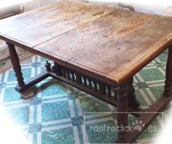 Antigua mesa Alfonsina de nogal (para restaurar)