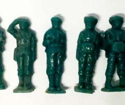 Lote 8 Paracaidistas Cacao Toddy números 2, 3, 4, 5, 9, 10, 11 y 12 + 2 vales – años 60