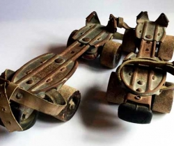 Antiguos patines Marca Estándar Patentado APA – Ruedas de madera – freno de goma – Años 60