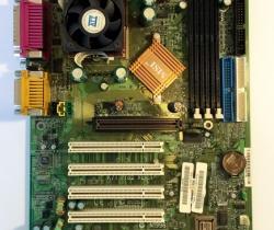 Placa Base MSI K7T Pro2 con CPU AMD K7900S