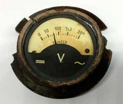 Antiguo Indicador de voltaje de un elevador reductor SEN-CER – Años 50