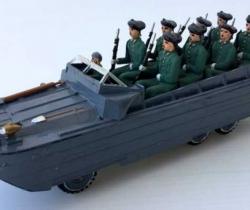 Vehículo militar camión anfibio años 40 + 9 soldaditos
